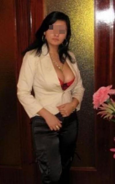 Libertine sensuelle cherche un mec chaud à Amiens